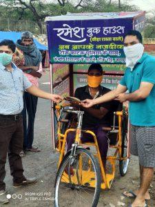 Shri Madhav Seva Samiti - भोजन पैकिट का वितरण